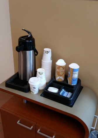 В банке бесплатно - чай и кофе